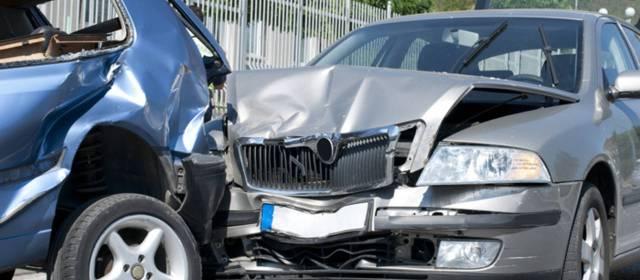 Consulta Gratuita en Español Cercas de Mí con Abogados de Accidentes y Choques de Autos y Carros en Elgin