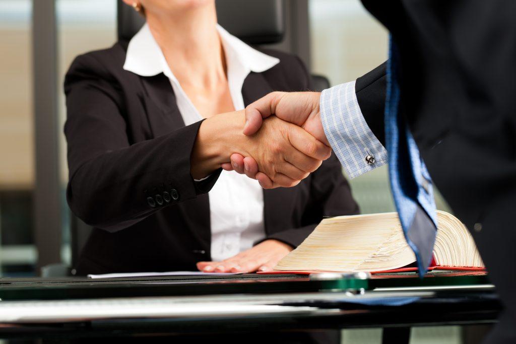 La Mejor Firma Legal de Abogados en Español de Acuerdos en Casos de Compensación Laboral, Mayor Compensación de Pago Adelantado en Elgin